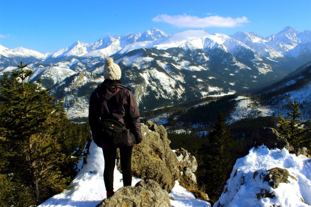 Gęsia Szyja zimą - widok na ośnieżone Tatry Wysokie
