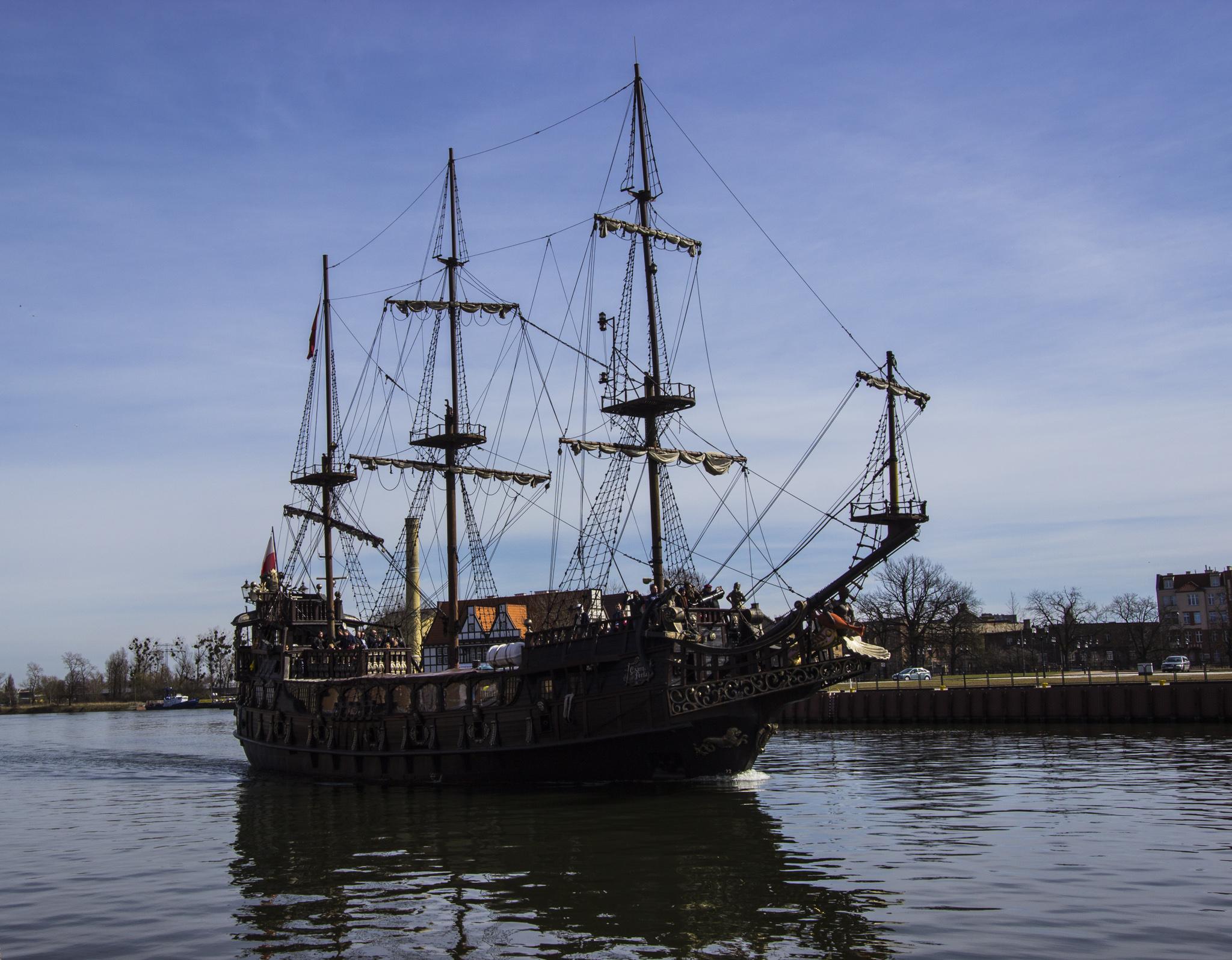 Turystyczny statek Czarna Perła