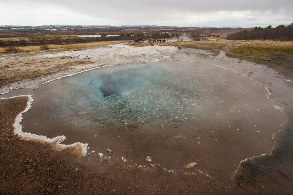 Blesi z widokiem na Strokkur, Golden Circle
