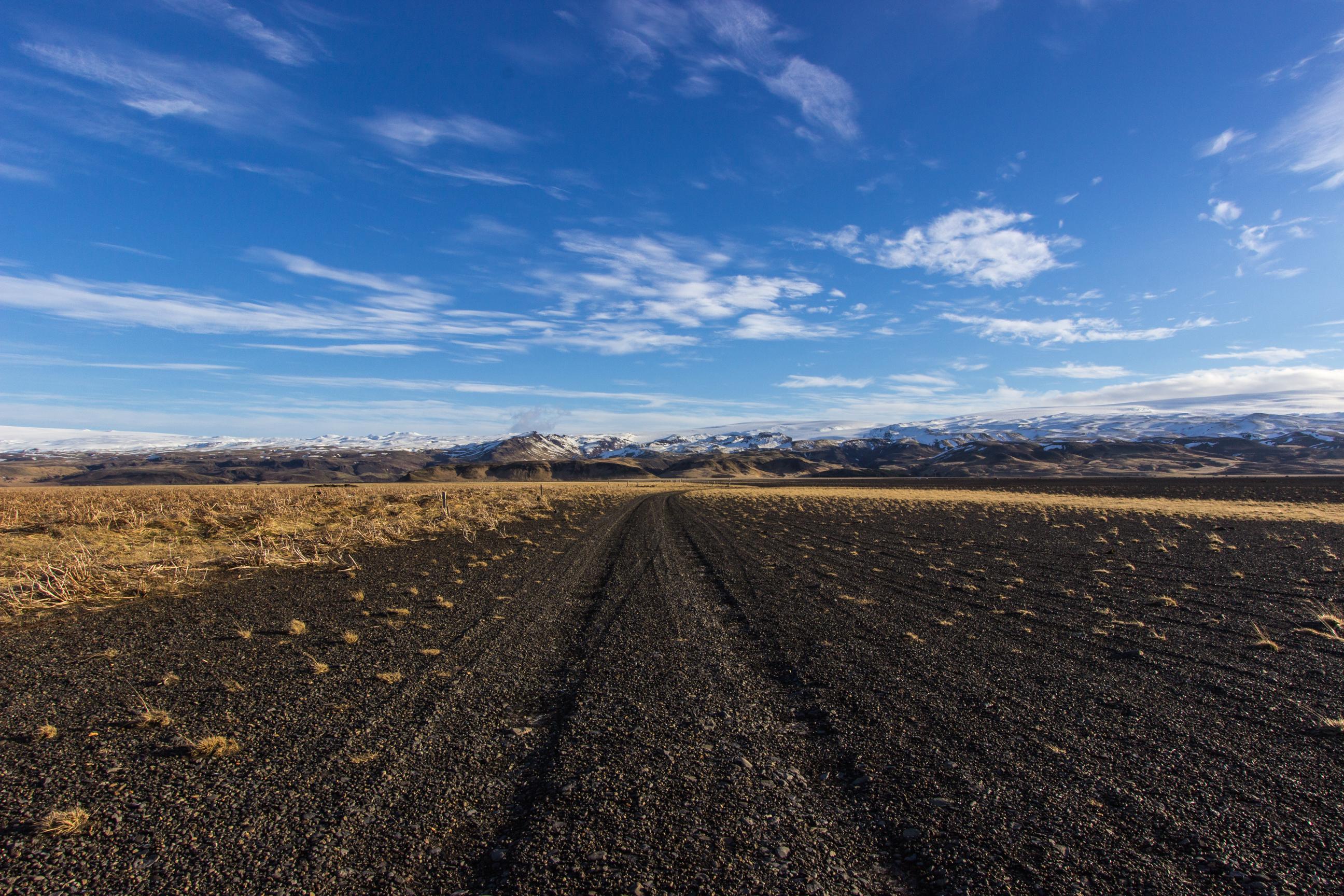 Czarna plaża Sólheimasandur na Islandii