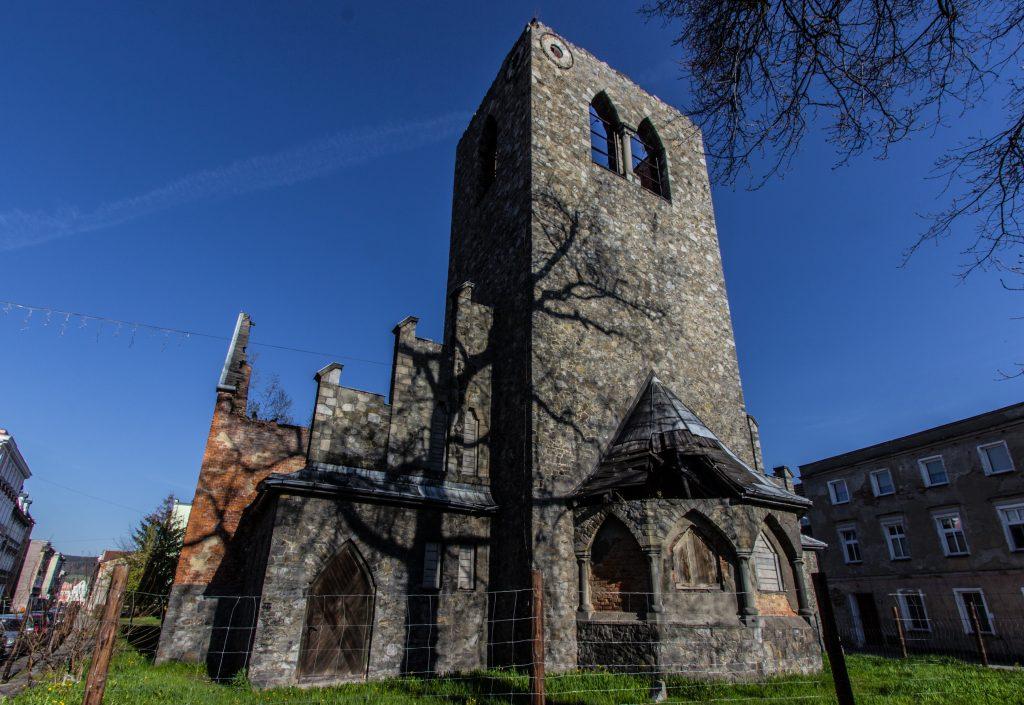 Ruiny kościoła ewangelickiego w Lądku Zdroju