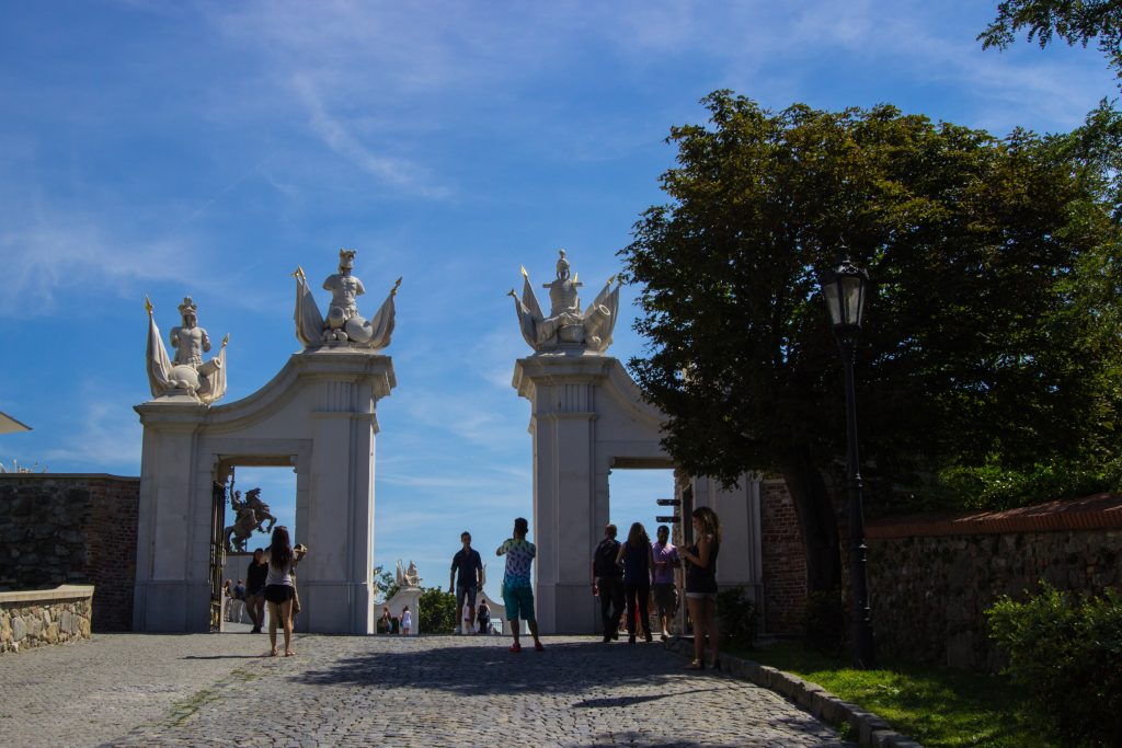 Brama Wiedeńska. Niestety nie udało się zrobić zdjęcia bez turystów.