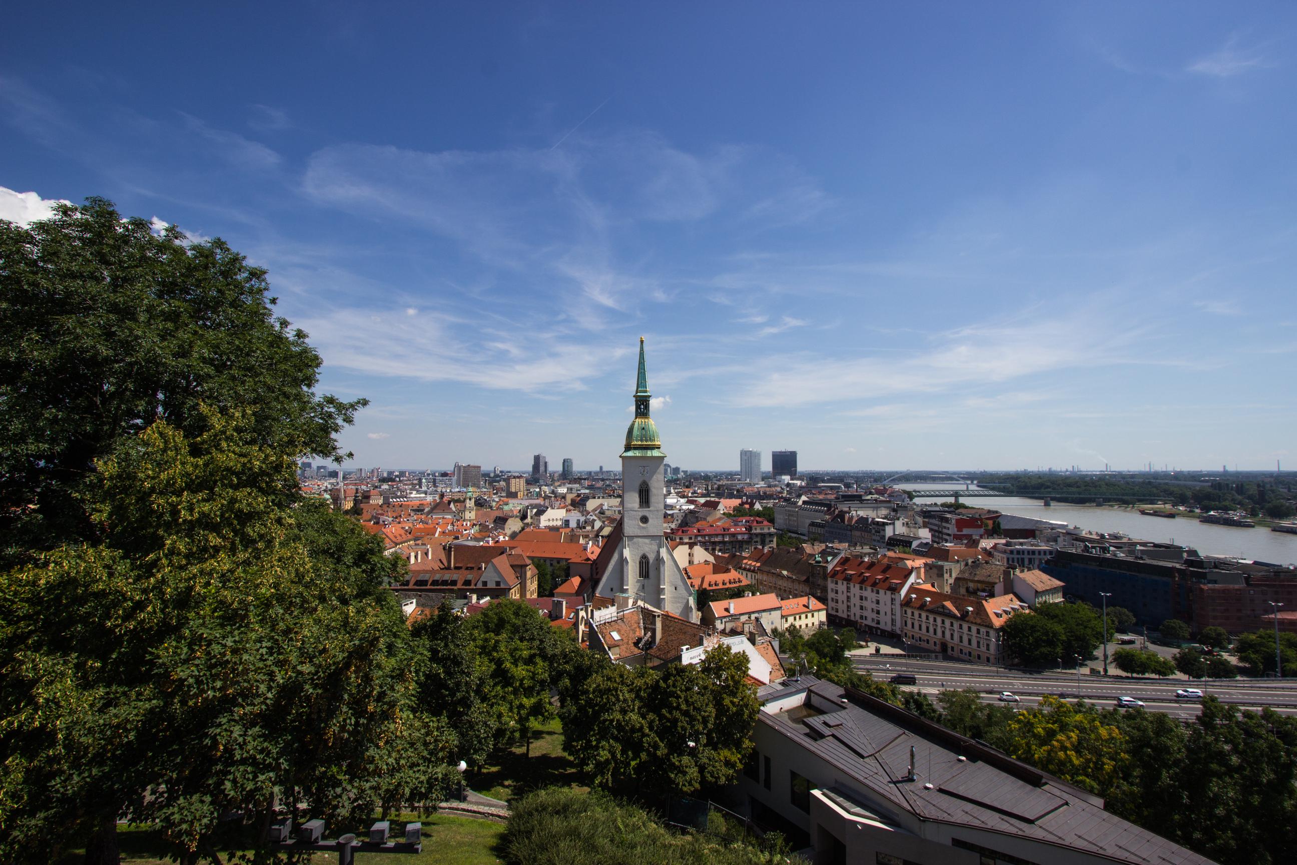 Katedra Św Marcina widziana z placu przy Zamku Bratysławskim