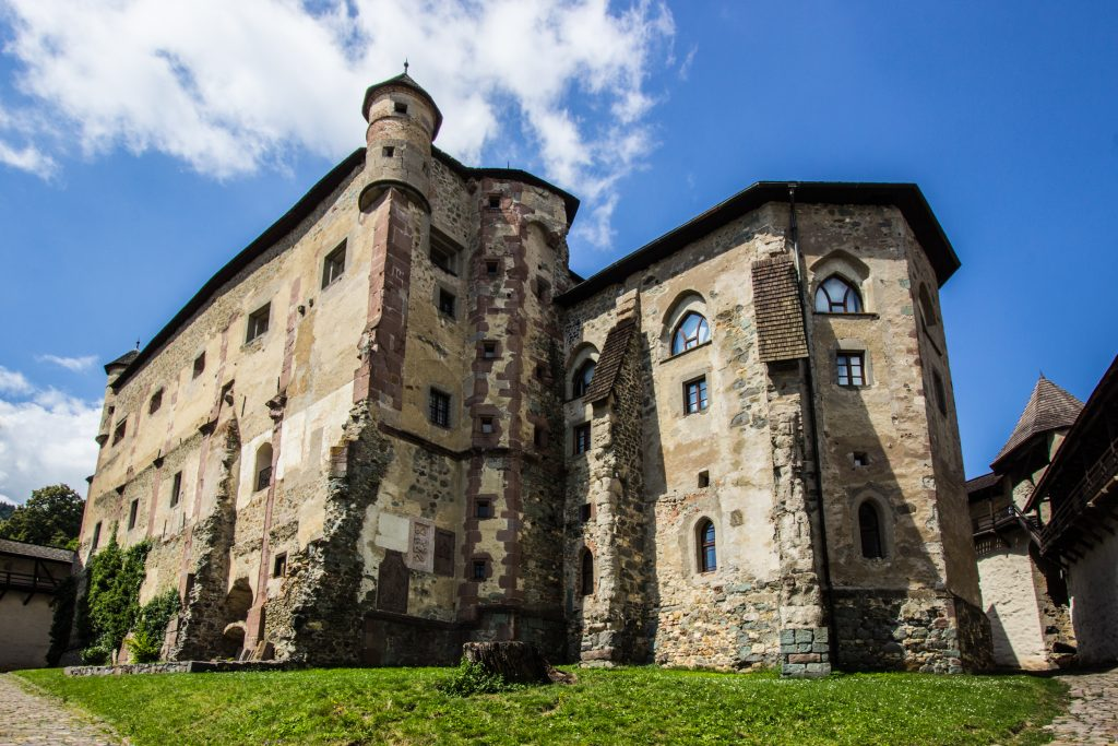Stary Zamek w Bańskiej Szczawnicy, położony na Górze Paradajz