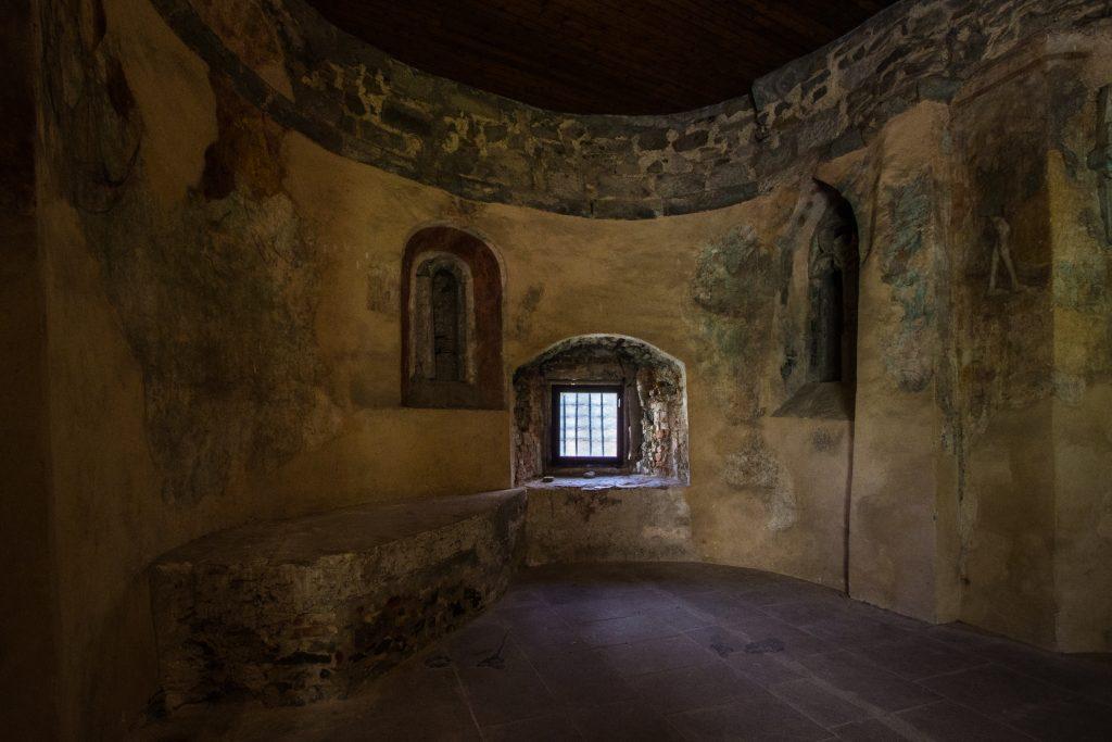 Wnętrze kaplicy Św. Michała w Starym Zamku w Bańskiej Szczawnicy
