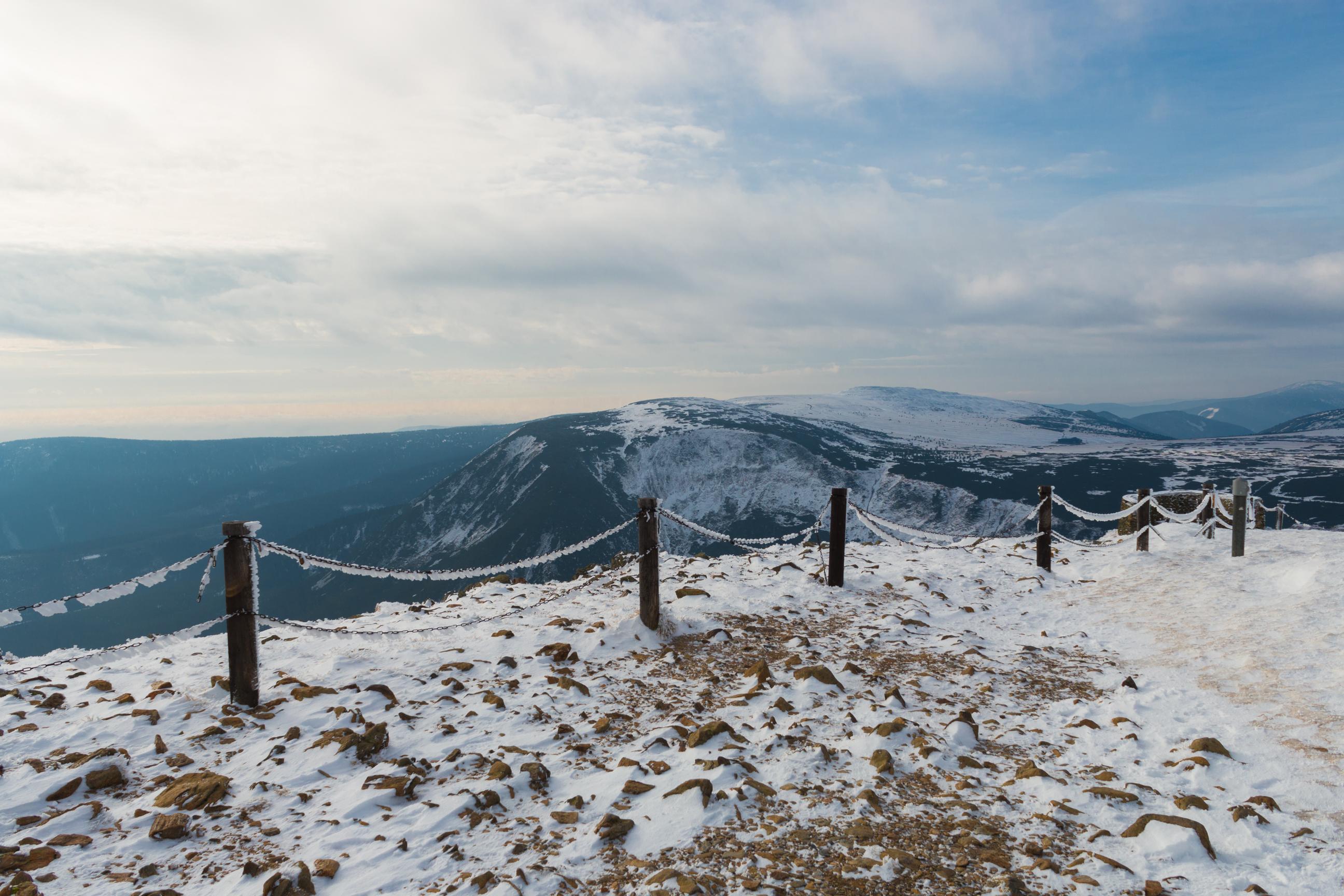 Widok na czeską stronę ze Śnieżki