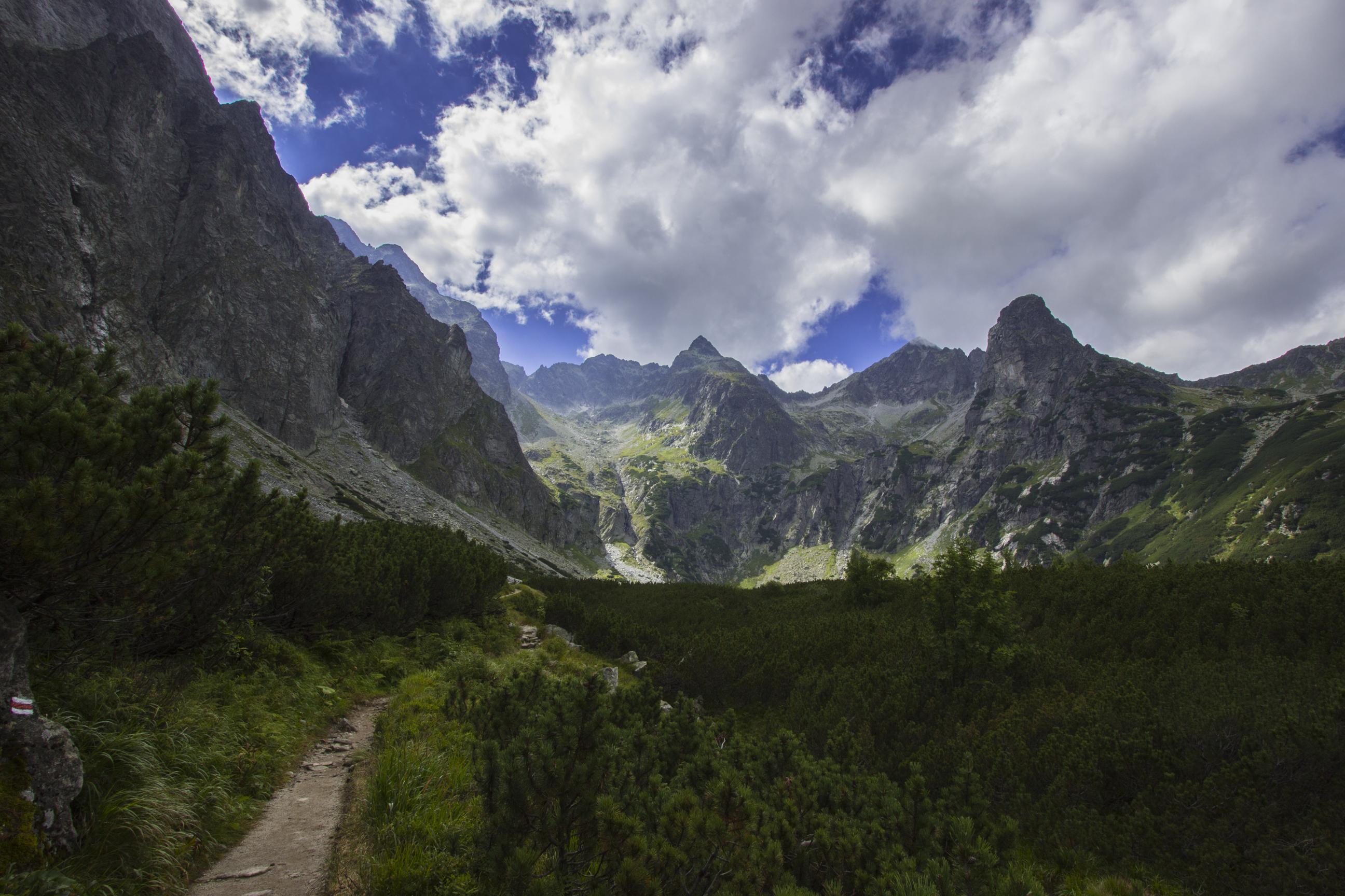 Wspaniałe widoki (od lewej) na Kozią Turnię, Jagnięcy Szczyt oraz Kołowy Szczyt