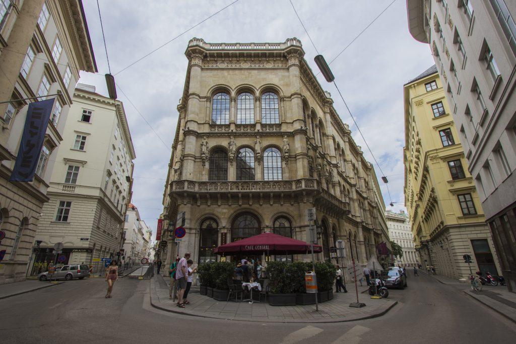 Palais Ferstel, w którym mieści się Cafe Central i Wiedeńska Giełda Papierów Wartościowych.