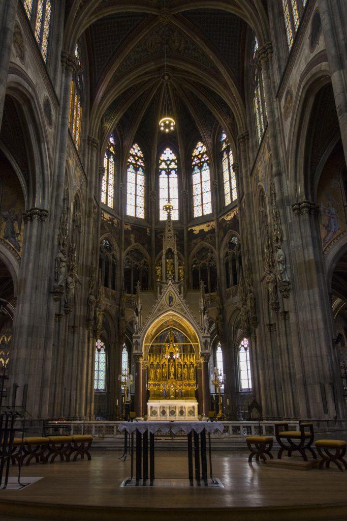 Ołtarz w kościele Wotywnym