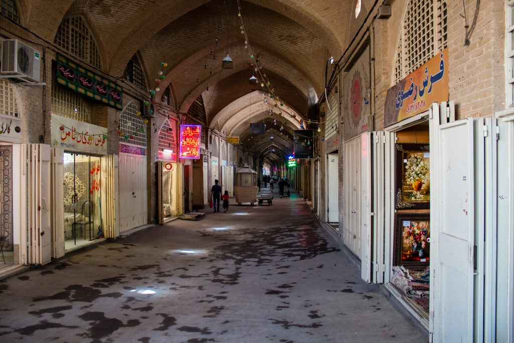 Największy bazar w Isfahanie następnego dnia po wolnym piątku o godzinie 10.