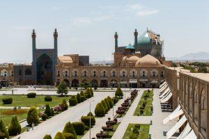 Meczet Shah przy placu Imama Homeiniego. Dach meczetu jest w trakcie renowacji.