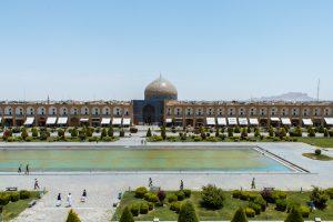 Meczet Sheikh Lotfollah przy placu Imama Homeiniego. Warto zwrócić uwagę na nietypowy brak minaretów.