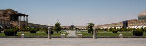 Placu Imama Homeiniego z pałacem Ali Qapu po lewej i meczetem Sheikh Lotfollah po prawej.