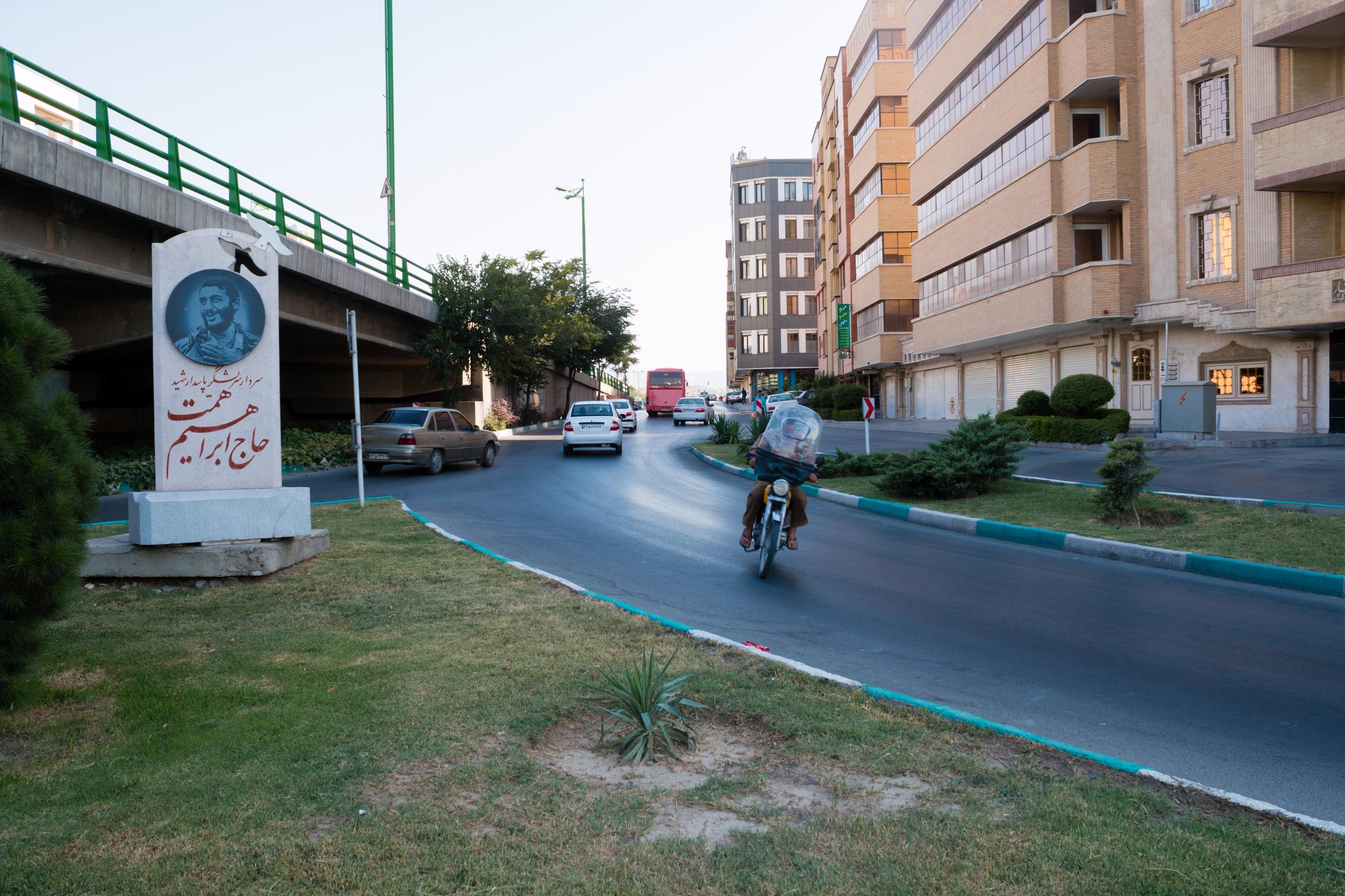 Byle czym, byle pod prąd - główna zasada jazdy motocyklem po Iranie.