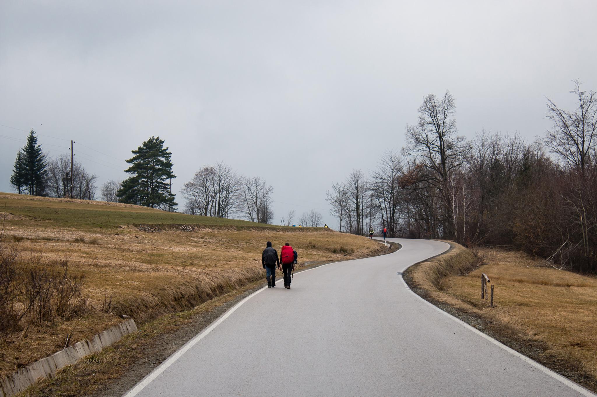 Beskid Wyspowy i jego kręte drogi - podejście pod Przełęcz Glisne ;)