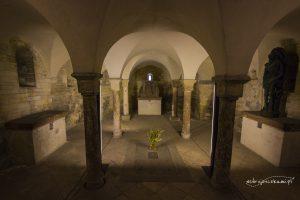 Krypta w Bazylice św. Jerzego. Pochowani są tutaj książę Wratysław I, Bolesław II Pobożny oraz św. Ludmiła.