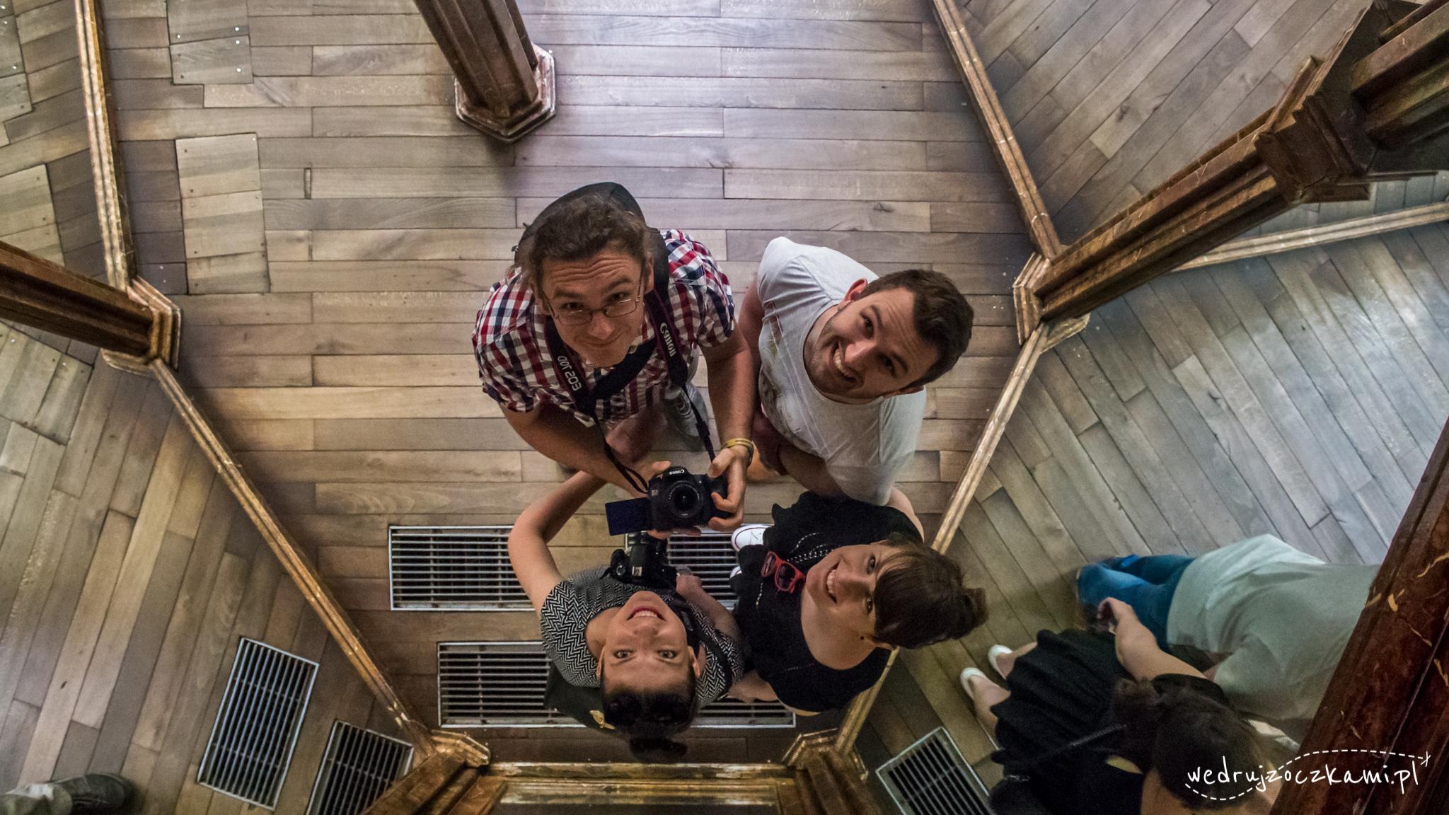 Karola, Łukasz i Oczki w labiryncie luster ;)