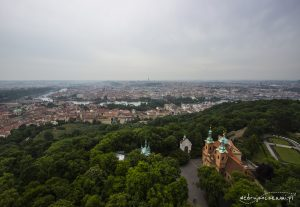 Widok z wieży Petrińskiej na Pragę