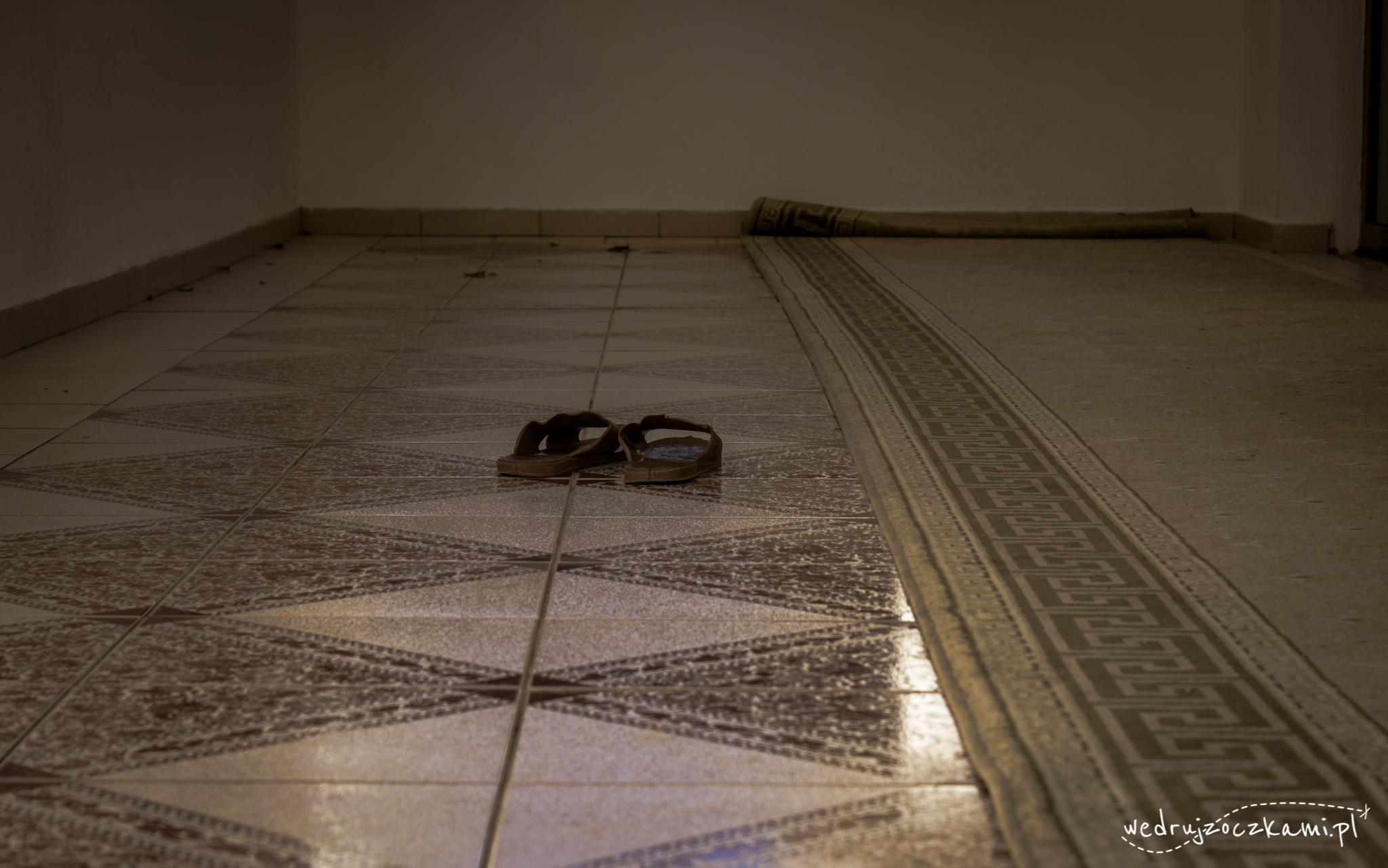 Przed wejściem do meczetu