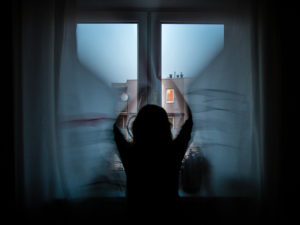 zasłanianie okna