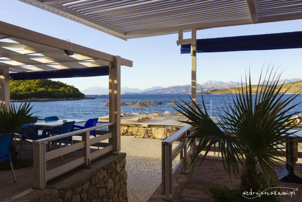 Widok na plażę z restauracji, Ksamil, Albania