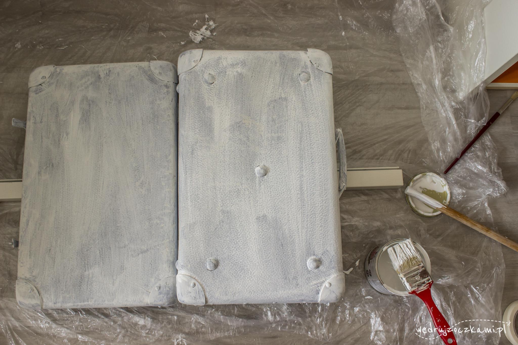 Pierwsze malowanie walizki farbą kredową