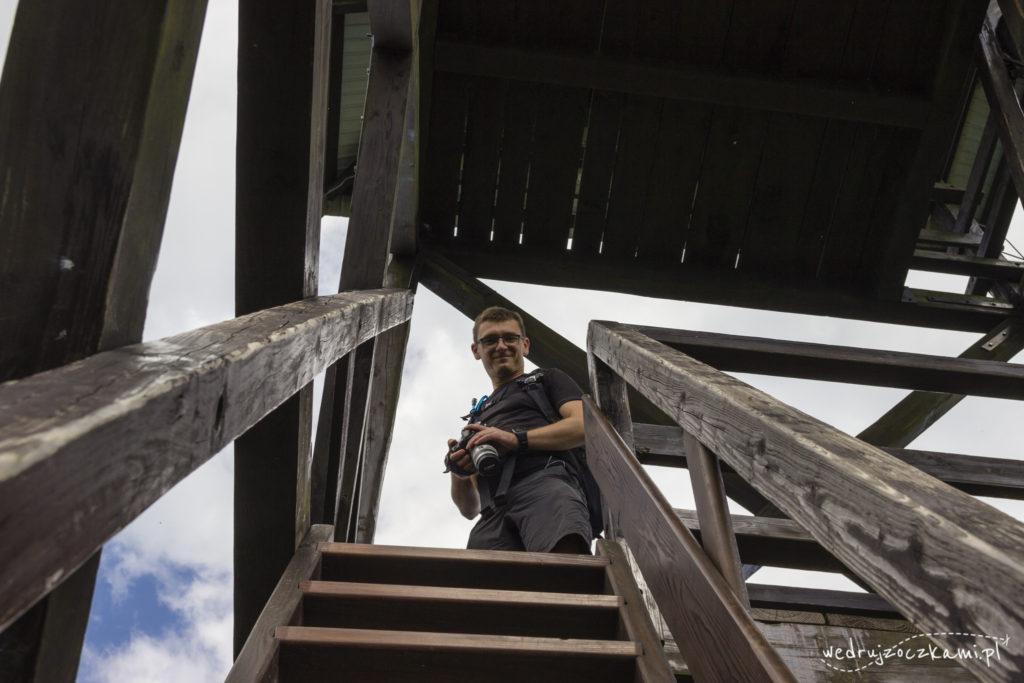 Wspinanie się na wieżę widokową na Mogielicy