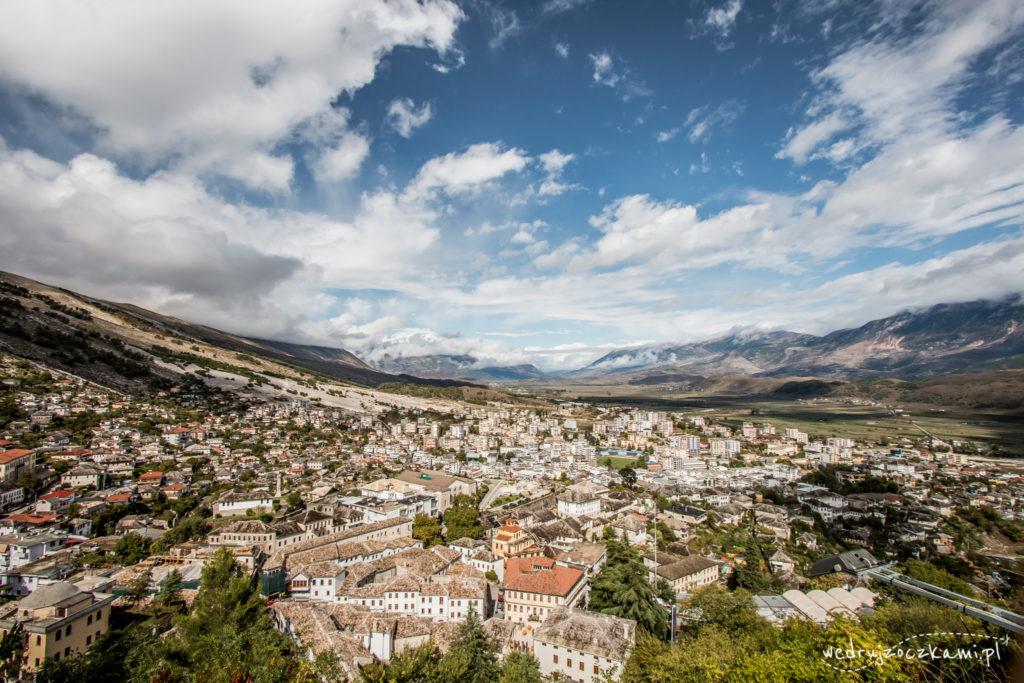 Zapierające dech w piersiach widoki z zamku w Gjirokastrze