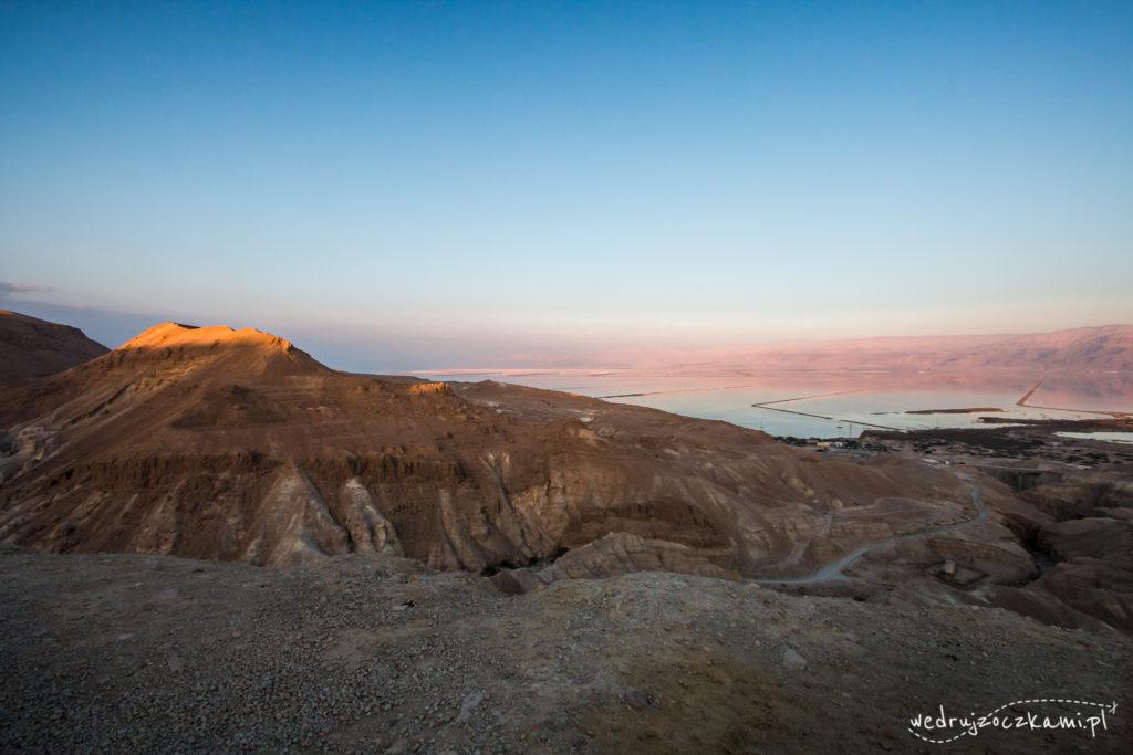 Morze Martwe w zachodzącym słońcu