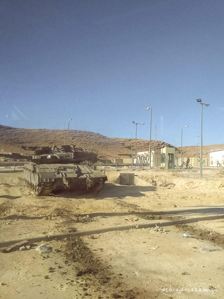 Jedna z baz wojskowych w drodze z Eilatu na lotnisko Ovda