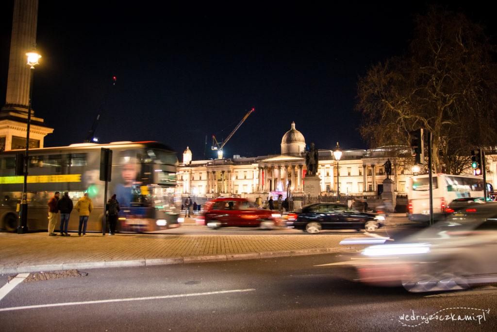 Trafalgar Square nocą