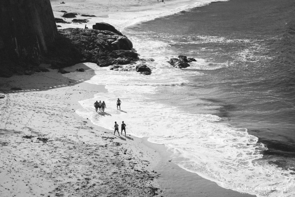 My w kurtkach po deptaku, a niektórzy toples po plaży...