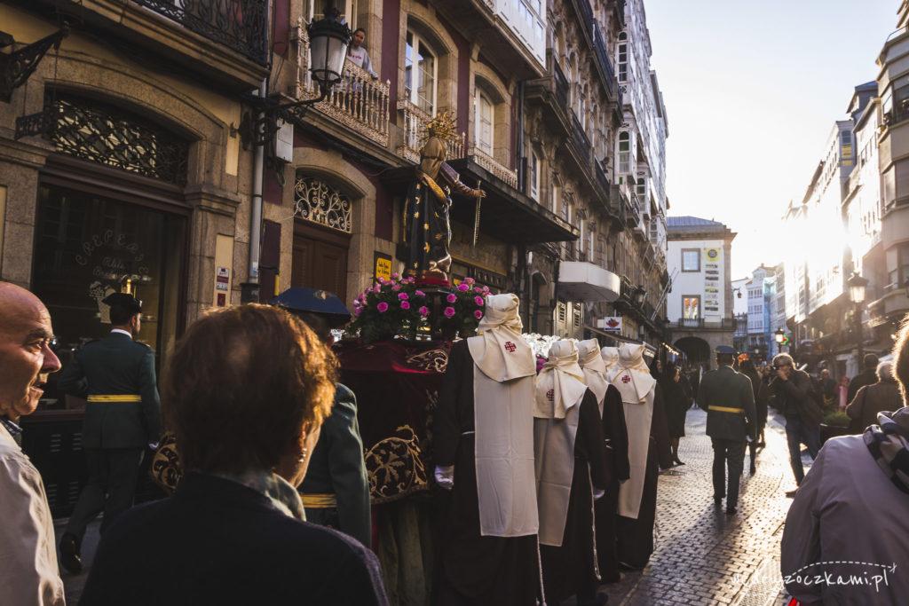 Procesja religijna ulicami Coruni