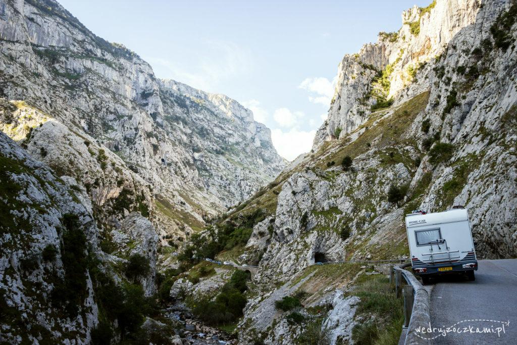 Picos de Europa, droga w Poncebos