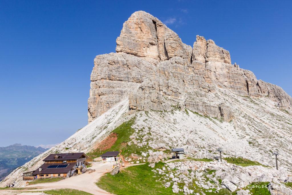 Góra Averau wraz ze schroniskiem o tej samej nazwie ;)
