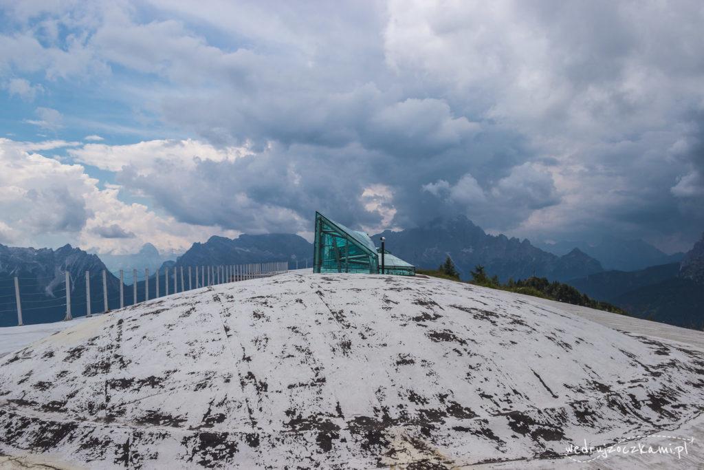 Dach muzeum Messnera na szczycie Monte Rite
